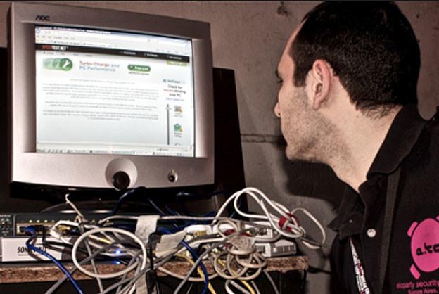 Internetski stručnjaci hakiraju PayPal Internetski-strucnjaci-hakiraju-PayPal_VIDIClanakNaslovna