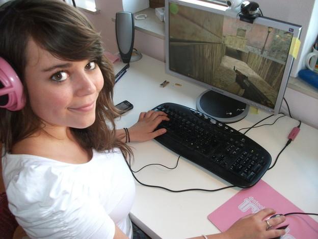Što sve vole žene, prikaži slikom - Page 4 Zene-vise-vole-gaming-nego-seks_VIDIClanakNaslovna