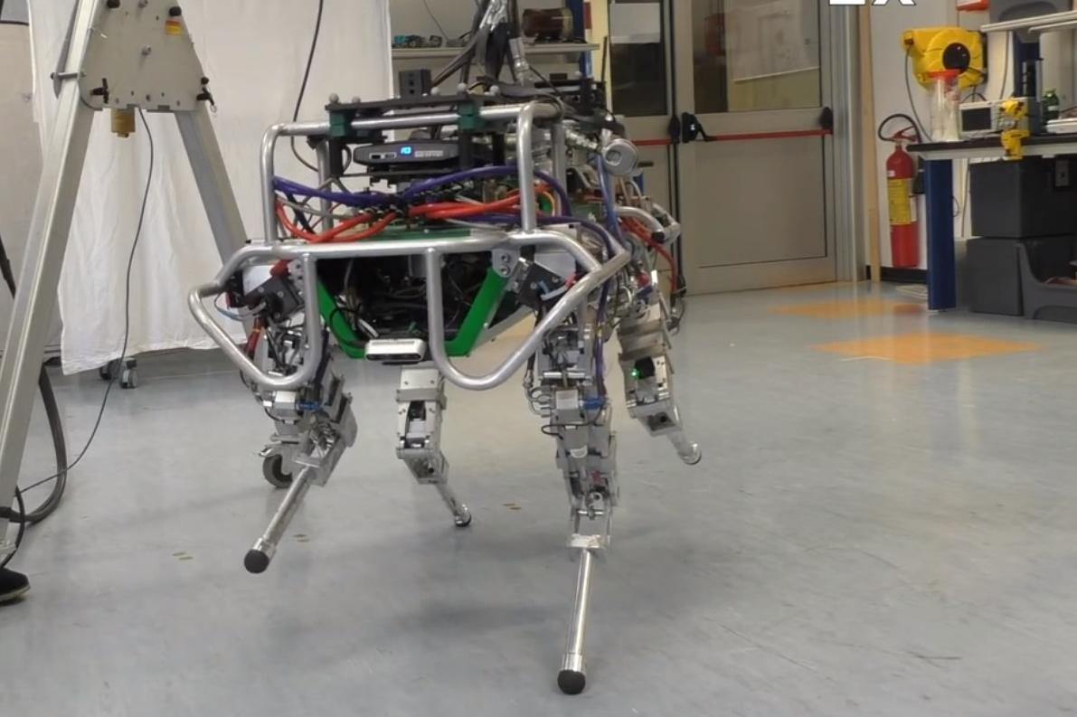 VIDEO: Četveronožni robot balansira na dvije noge